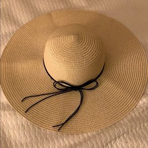 Foldable sun hat brand new never used.